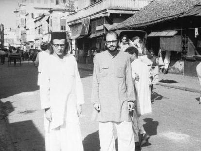 Peter Orlovsky y Allen Ginsberg, en Calcuta, en 1962.