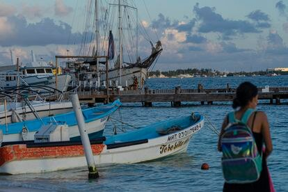 Puerto de Isla Mujeres donde se puede ver el velero 'La Montaña', un día antes de su salida hacia Europa.