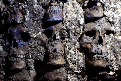 Cráneos que conforman el monumento de los mexicas a su dios de la guerra.