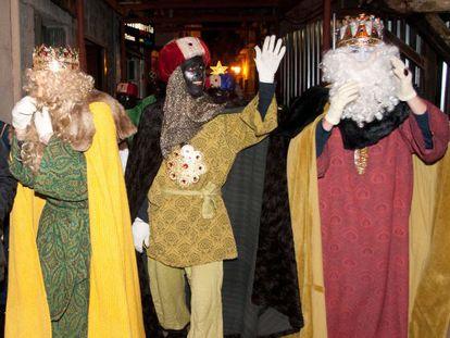 Los tres Reyes Magos de Sort en la noche de la cabalgata.