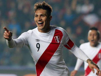 Guerrero durante un partido con su selección.