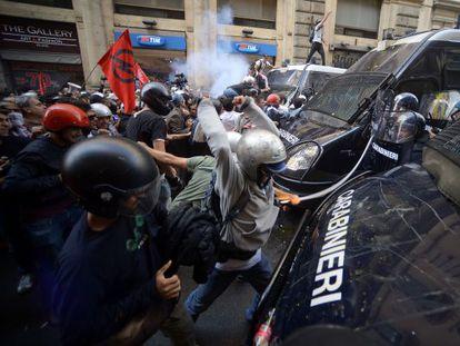 Enfrentamientos con la policía en una protesta contra las medidas de austeridad, el pasado 31 de octubre en Roma.