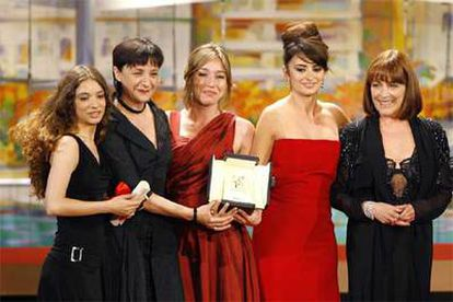 De izquierda a derecha, Yolanda Cobo, Blanca Portillo, Lola Dueñas, Penélope Cruz y Carmen Maura.