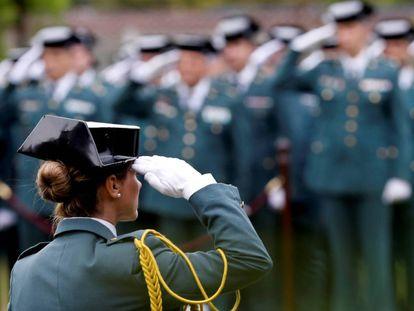 Agentes de la Guardia Civil en el cuartel de Intxaurrondo, en abril pasado.