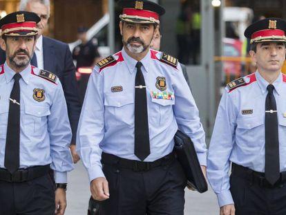 El jefe de los Mossos, Josep Lluis Trapero, en el centro, en su primera declaración ante la Audiencia Nacional, este 6 de octubre.