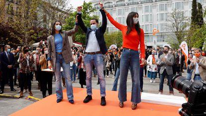 El candidato de Ciudadanos, Edmundo Bal, junto a Inés Arrimadas y Begoña Villacís, durante el acto de presentación de su candidatura.