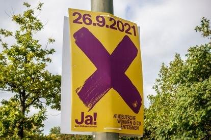 Un cartel pide votar 'sí' en el referéndum que se celebra este domingo en Berlín acerca de la expropiación de los grandes propietarios de vivienda.