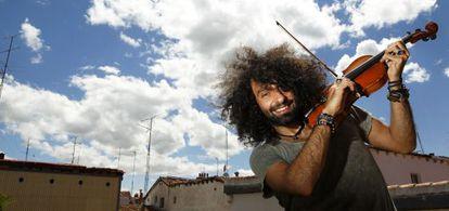 El violinista Ara Malikian en su casa de Madrid.
