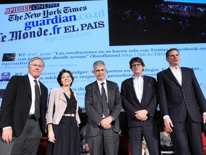 De izquierda a derecha, Bill Keller ('The New York Times'), Sylvie Kauffman ('Le Monde'), Javier Moreno ('El País'), Alan Rusbridger ('The Guardian') y Georg Mascolo ('Der Spiegel'), en un debate sobre las filtraciones en Madrid en 2011.