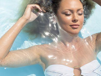 Seleccionamos una variedad de productos de maquillaje resistentes al agua y el sudor para lucir el mejor rostro en verano.
