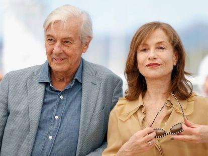 El director Paul Verhoeven e Isabelle Huppert en la presentación de 'Elle' en Cannes.