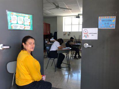 La profesora Grettel Fernández es profesora en la escuela La Carpio, en Costa Rica. Ha coordinado numerosas redes de padres y vecinos para que los niños de su escuela tuvieran atención educativa y alimentaria mientras estaban encerrados en sus casas.
