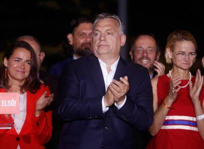 Viktor Orbán se dirige a sus seguidores en Budapest tras el anuncio de los resultados de las elecciones europeas.