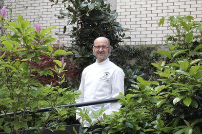 El cocinero Joaquín Felipe en el patio de su restaurante Atocha 107, el 7 de abril.