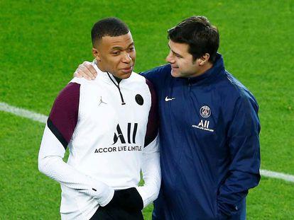 Pochettino habla con Mbappé, este lunes en el Camp Nou.