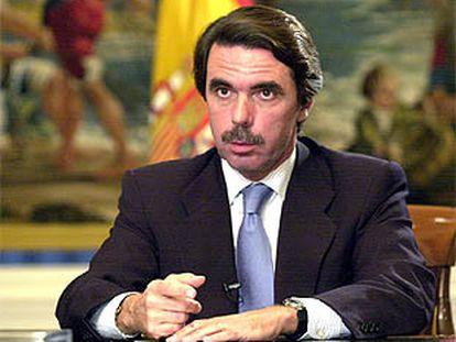 El presidente de Gobierno, José María Aznar, durante su intervención radiotelevisada.