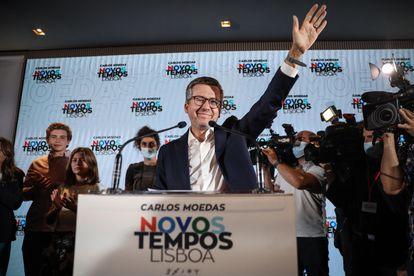 Carlos Moedas celebra esta madrugada los resultados que le han dado la victoria como alcalde de Lisboa.