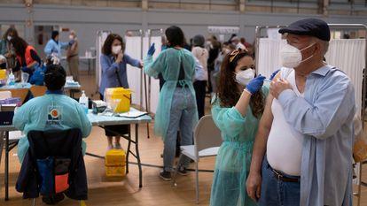 Vacunación el 5 de abril en la Facultad de Económicas de la Universidad de Sevilla.