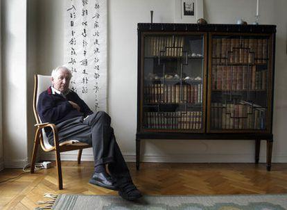 El poeta sueco Tomas Tranströmer, en su casa en 2004.