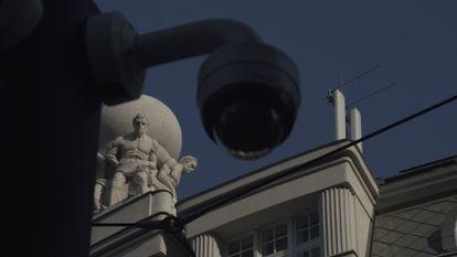 Un millar de cámaras conectadas a un software de reconocimiento facial han sido instaladas en Belgrado.