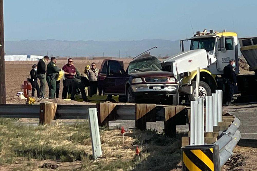 Un accidente múltiple en la frontera sur de California deja al menos 15 muertos