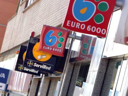 Varias sucursales bancarias juntas en una misma calle en Madrid.