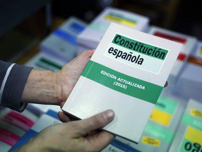 Un ejemplar de la Constitución española de 1978.