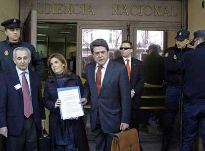 Trillo, con Soraya Sáenz de Santamaría, presenta un escrito contra Garzón.