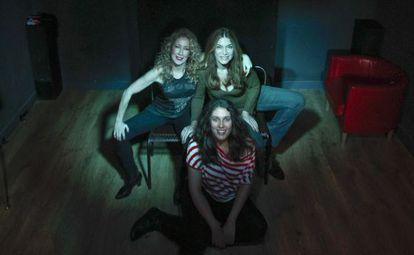 Las tres actrices de Tre-mendas en el Sótano de los Cómicos.