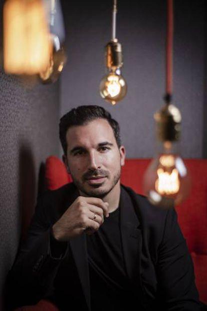 El malagueño, a sus 33 años, es el tercer autor español más vendido en España.
