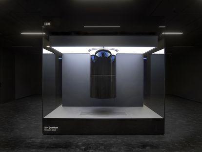 El Q System One, un ordenador cuántico de uso comercial inaugurado este año en Alemania.