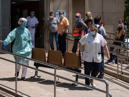 Urgencias en el CUAP Prat de la Riba, donde este lunes ha entrado en funcionamiento un pequeño hospital de campaña.