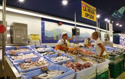 Mostrador de pescado en una de las tiendas de Mercadona que ya ofrecen productos de la lonja local