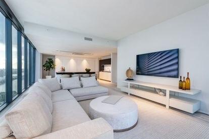 Salón de un apartamento como el de los Beckham