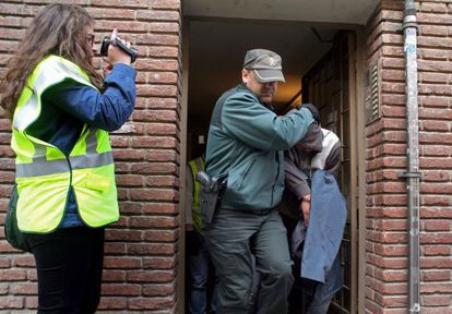 Uno de los detenidos durante la redada contra la Mara Salvatrucha.