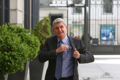 José Manuel Pérez Tornero, a su llegada a la toma de posesión como presidente de RTVE en el Salón de Pasos Perdidos del Congreso de los Diputados, en Madrid.