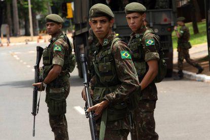El despliegue militar en la Explanada de los Ministerios en Brasilia.