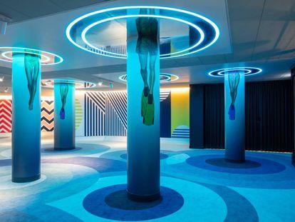 Efecto de gota de agua en el suelo y de ascenso a la superficie desde el fondo del mar, así es uno de los 'lobbies' que ha diseñado Sapey.