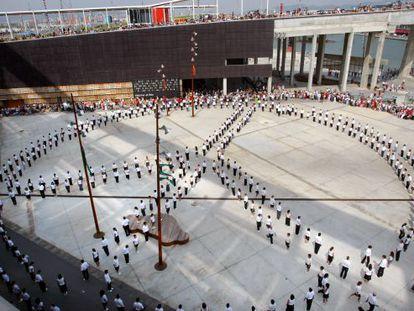 Una de las actividades del Fòrum 2004 en una de las explanadas del puerto.