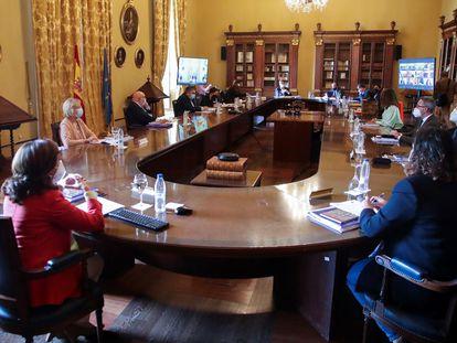 Vista general de la reunión del Real Patronato de la Biblioteca Nacional en Madrid, donde toman posesión los nuevos vocales nombrados por el ministro.