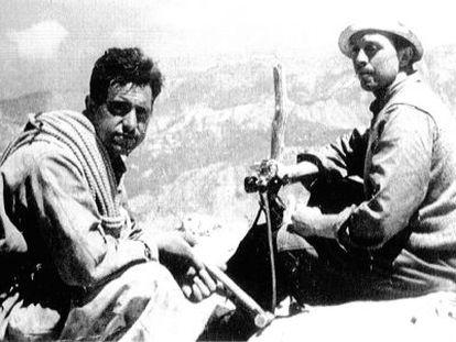 Herreros (d) en el Naranjo de Bulnes junto en 1936.