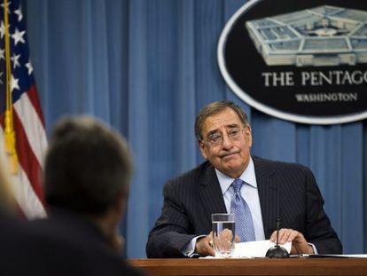 El jefe del Pentágono, Leon Panetta, durante una sesión informativa en el Pentágono, en Arlington, Estados Unidos, hoy, jueves, 26 de enero de 2012.