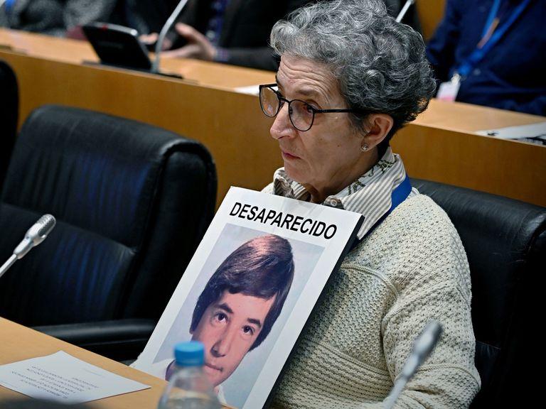 Antonia Guevara, madre de David Guerrero Guevara, conocido como el 'niño pintor' de Málaga, en el acto del décimo aniversario de la declaración del día de las personas desaparecidas.