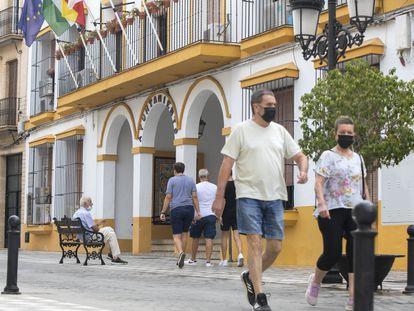 Fachada del Ayuntamiento de Coria del Río, en Sevilla.