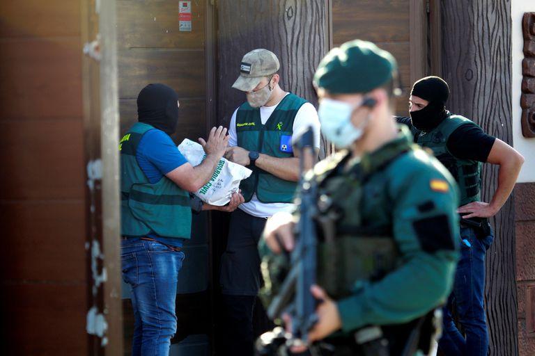 Agentes de la Guardia Civil durante el operativo desplegado el pasado mes de junio contra la banda de los 'Castaña'.