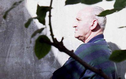 Lucio Urtubia, anarquista y luchador antifranquista, fotografiado en su casa de París en 2000.