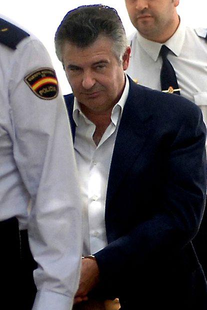 Juan Antonio Roca es trasladado a los juzgados de Marbella para declarar ante el juez instructor en mayo de 2006