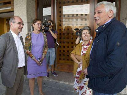 Jorquera, acompañado del portavoz nacional del BNG, Guillerme Vázquez, ayer en Santiago.