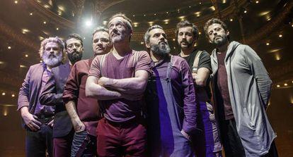 De izquierda a derecha: Ricky Falkner, Dani Ferrer, Jordi Roig, Santi Balmes, Julián Saldarriaga, Guillem Albà y Oriol Bonet.