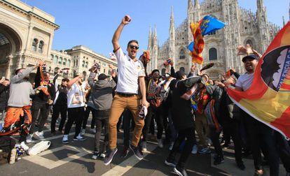 Aficionados del Valencia, en Milán el pasado 19 de febrero.
